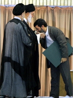 ahmadinejad_kissing_hand_of_khamenei.001.jpg